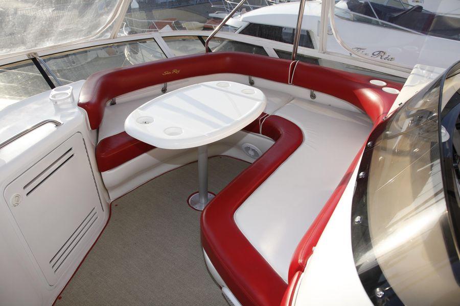 Sea Ray 480 Sedan Flybridge Lounge