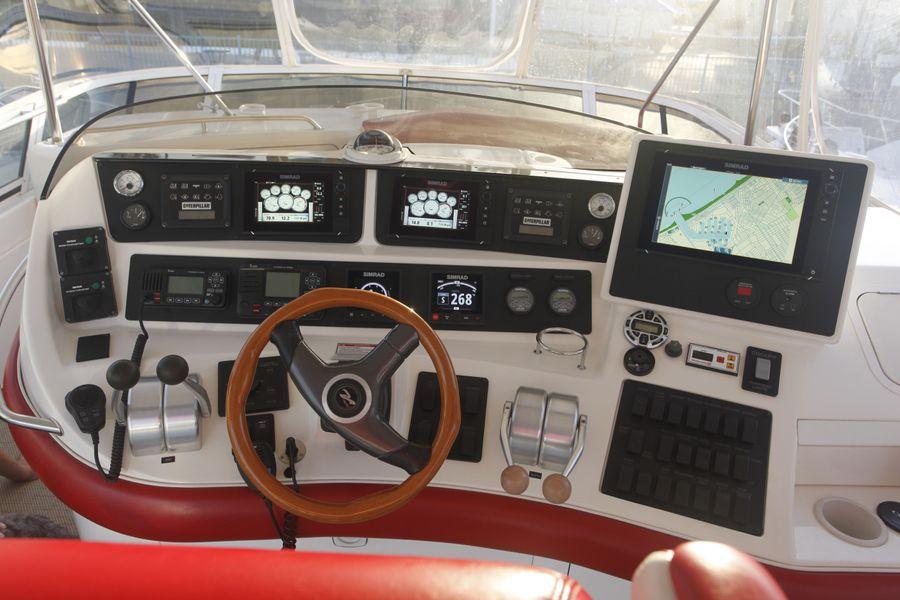 Sea Ray 480 Sedan Flybridge Helm