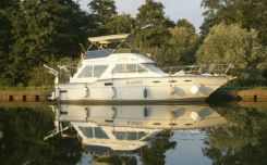 1982 Sea Ray Sea Ray 355 Sedan Trawler