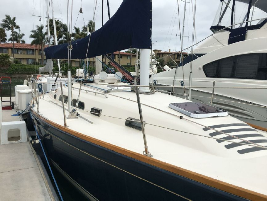 Sabre 386 Sailboat Topsides
