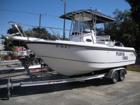 2001 Boston Whaler 210 Outrage 2003 YAMAHA 225 FOUR STROKE