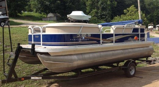 2014 Sun Tracker Party Barge 20 DLX