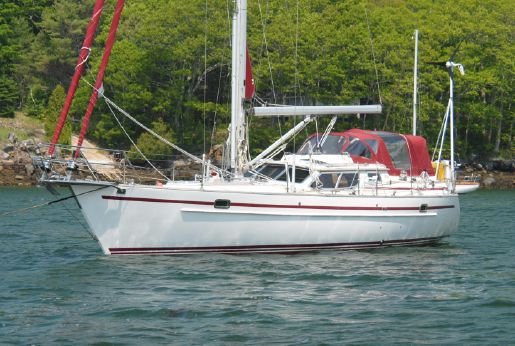 2003 Regina 38 Raised Salon