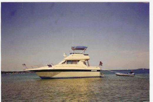 "1985 Cruisers 33""Chateau Vee 338"