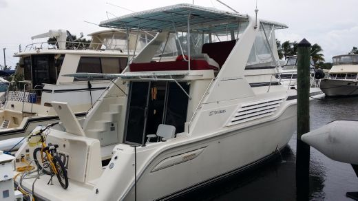 1994 Cruisers Yachts 4285 Express Bridge