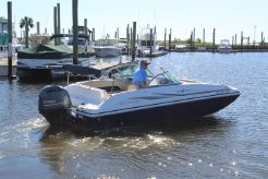 2015 Hurricane 187 Deckboat