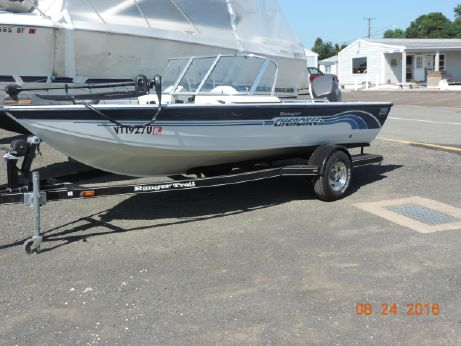 1999 Tracker 17 bass boat