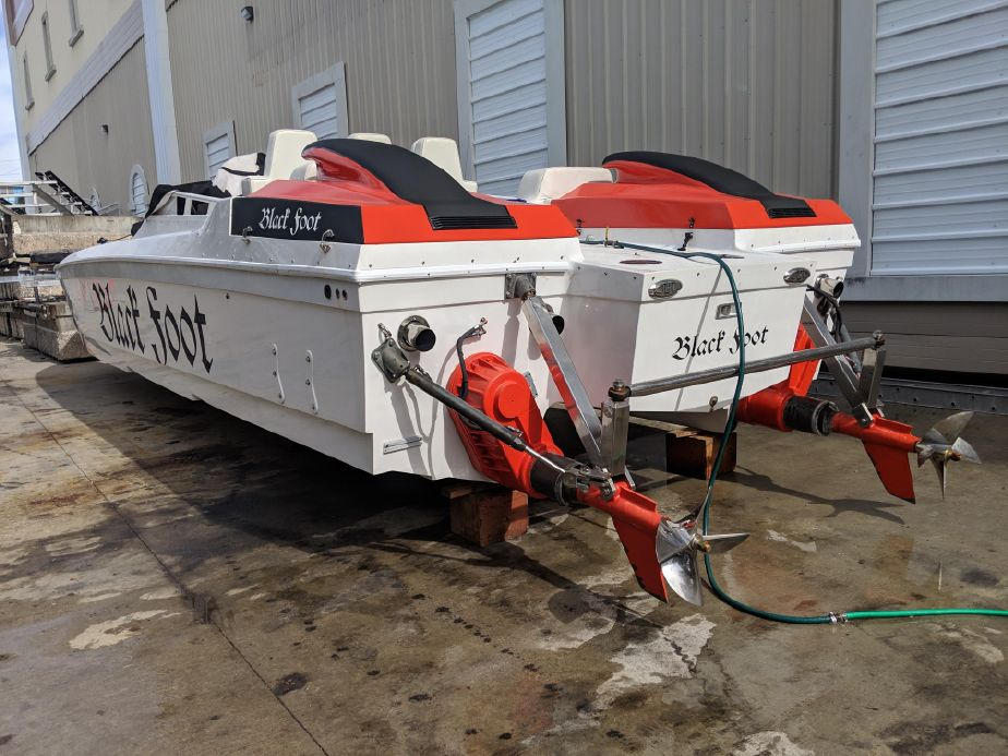 1987 Apache 39 Tunnel Hull Power Boat For Sale - www