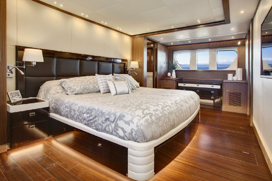color quagliotti of bedding raso serene yacht by with a and garda linens elegant sateen bed applique contrast