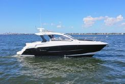 2015 Cruisers Yachts 39 Express Coupe