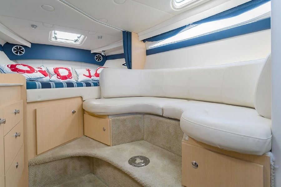 Bayliner 315 boat for sale in Huntington
