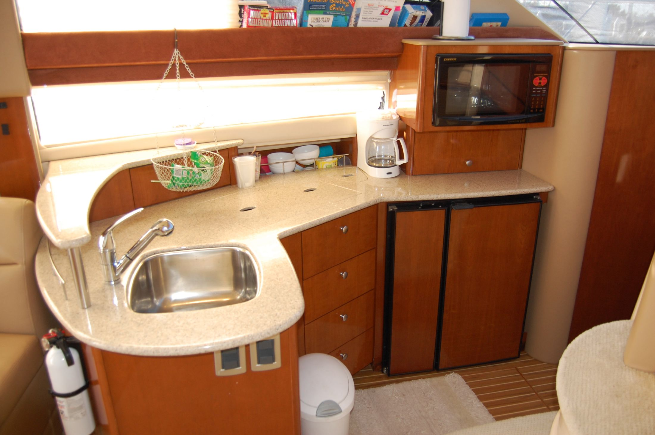 39' Meridian SEDAN CRUISER 391+Galley