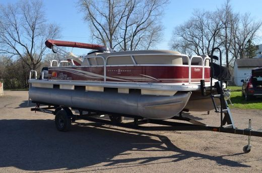 2013 Sun Tracker Party Barge 20 DLX