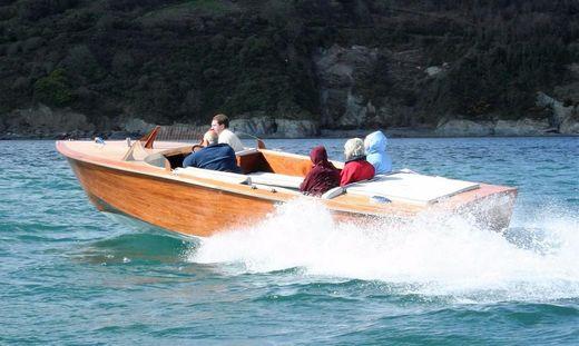 2006 Classic Motor Boat