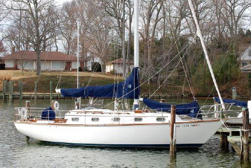 1982 Cape Dory 33' Cutter