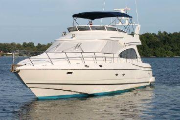 thumbnail photo 1: 2000 Cruisers Yachts 5000 Sedan