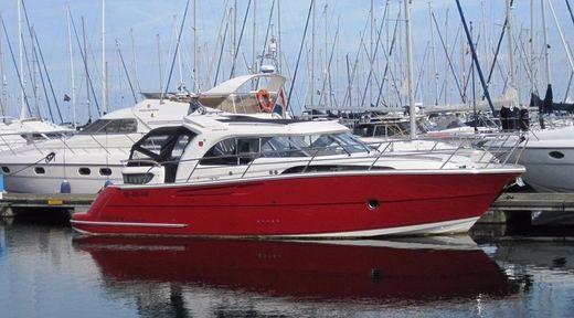2011 Marex 370 Aft Cabin Cruiser