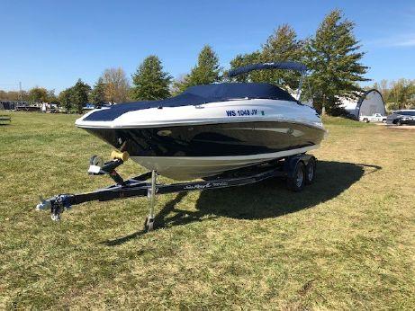 2016 Sea Ray 240 Sundeck