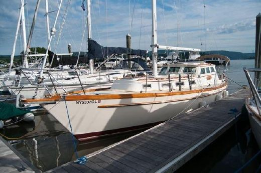 1981 Mariner 38 Pilothouse Sloop