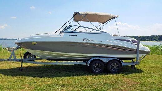 2007 Yamaha Sport Boat Deck Boat SX230 HO