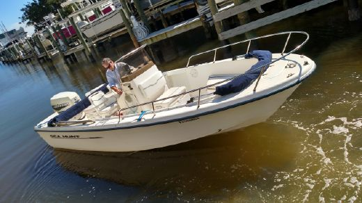 2000 Sea Hunt Center Console