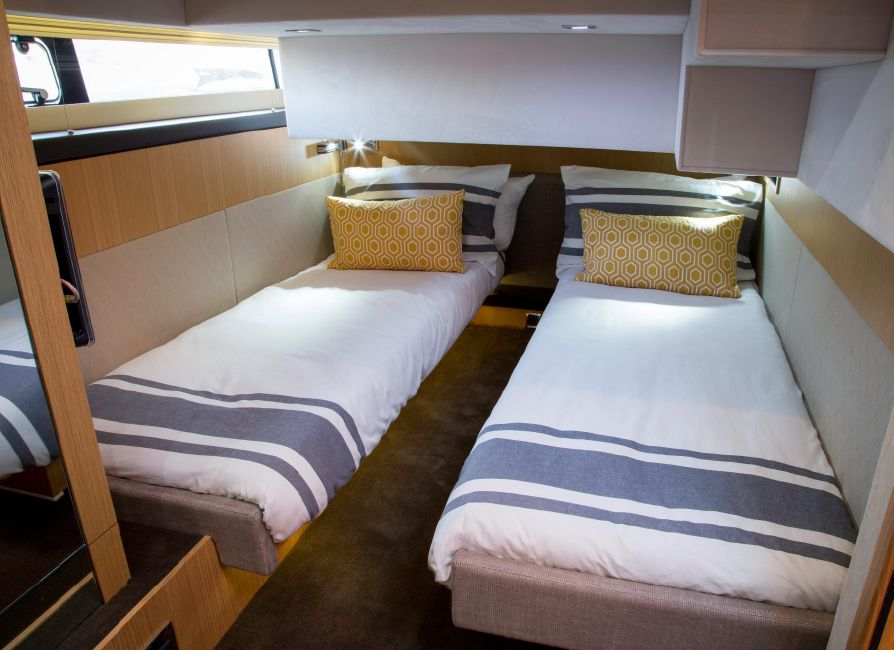 Fairline 42 Squadron Guest Beds