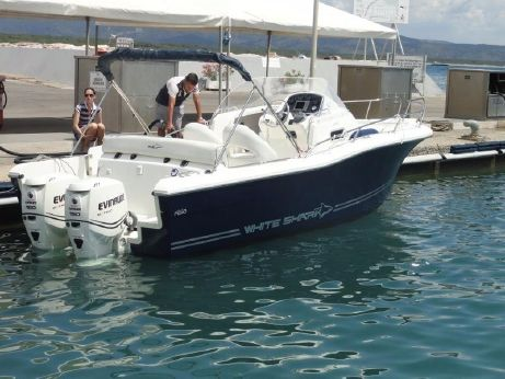 2010 White Shark 248 SUNDECK
