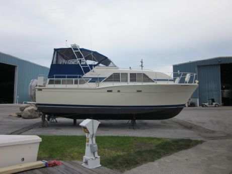 1986 Chris Craft Catalina 35 Double Cabin