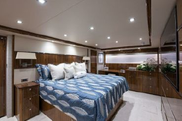 thumbnail photo 0: 2019 Viking 93 Motor Yacht