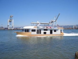 2005 Sumerset Custom Cruiser / Houseboat