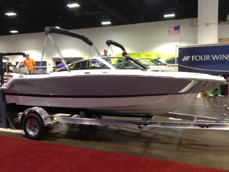2014 Four Winns H180