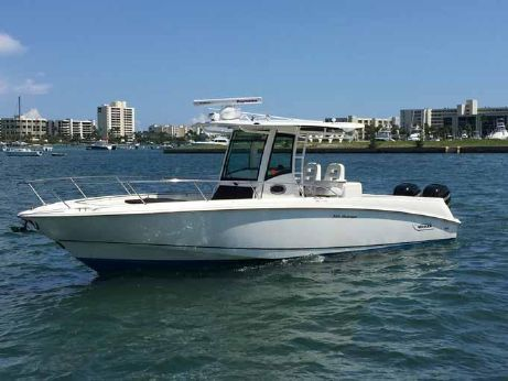 2013 Boston Whaler Outrage 32