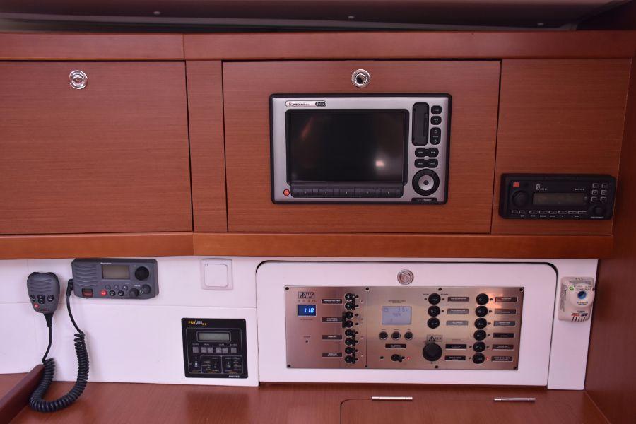 2013 Beneteau Oceanis 50 Electronics