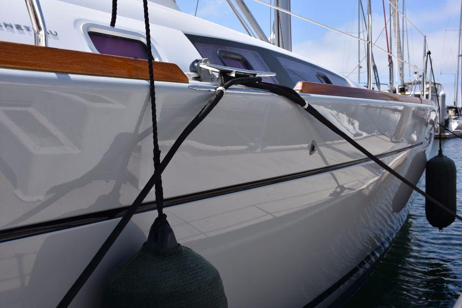2013 Beneteau Oceanis 50 Hull Shine