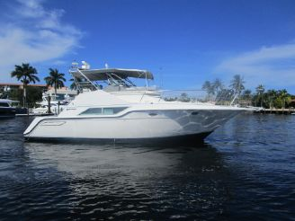 1990 Cruisers Yachts 4285 Express Bridge