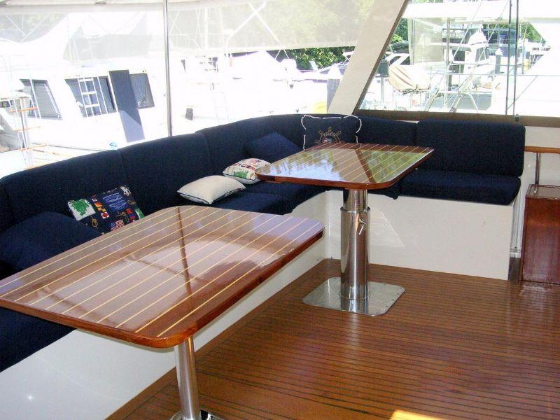 1981 Hatteras 61 cockpit motoryacht