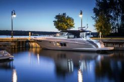 2015 Cruisers Yachts 45 Cantius Black Diamond Limited Edition