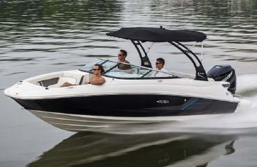 2015 Sea Ray 220 Sundeck Outboard