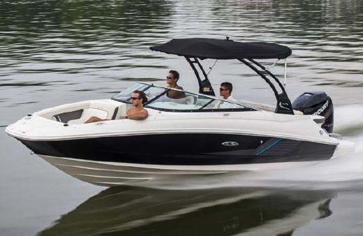 2013 Sea Ray 220 Sundeck Outboard