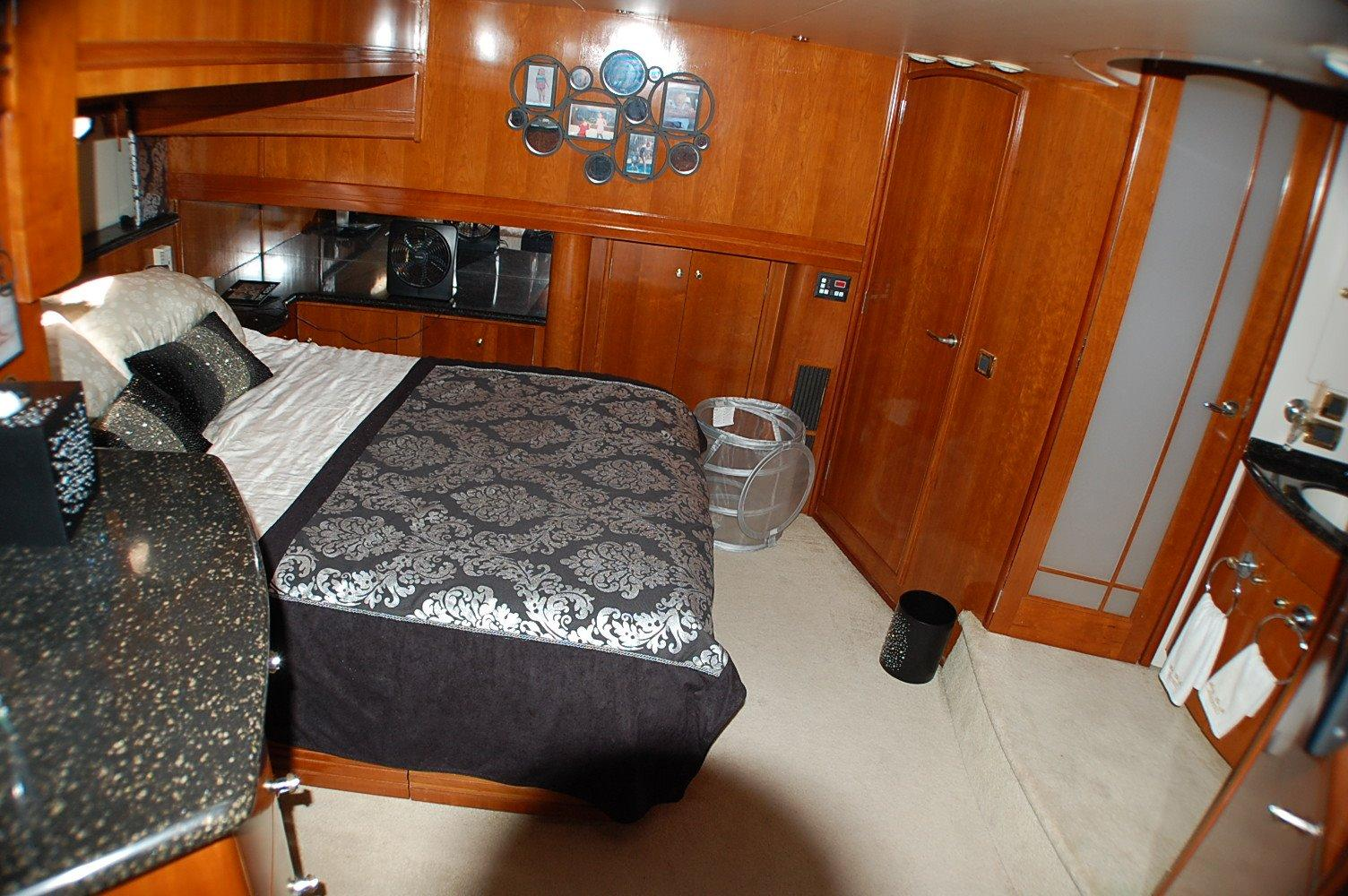 photo of  Carver 57 Voyager