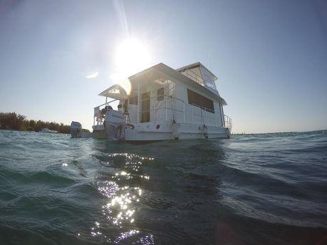 2014 Cruisecat Weekender Series 2
