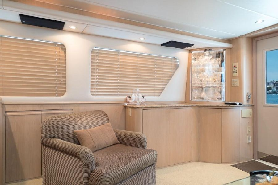 Hatteras 65 Convertible Interior Salon