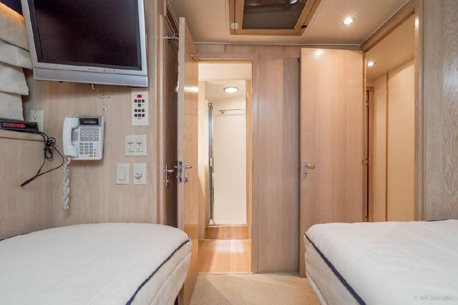 Hatteras 65 Convertible Guest Beds