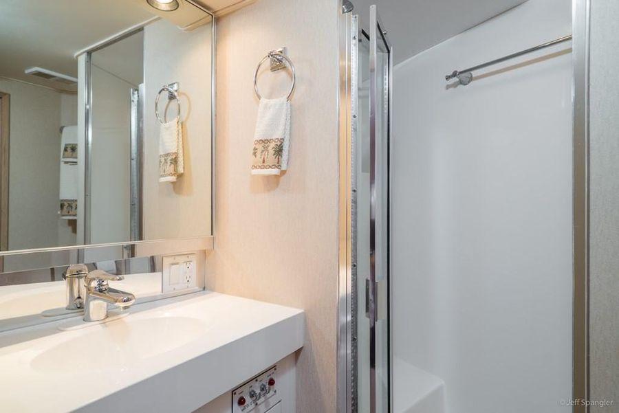 Hatteras 65 Convertible Guest Shower
