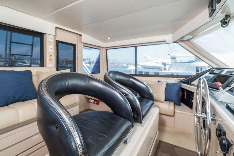 Hatteras 65 Convertible Flybridge Helm