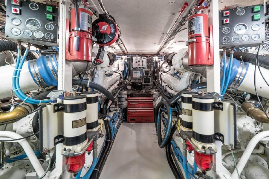 Hatteras 65 Convertible Engine Room