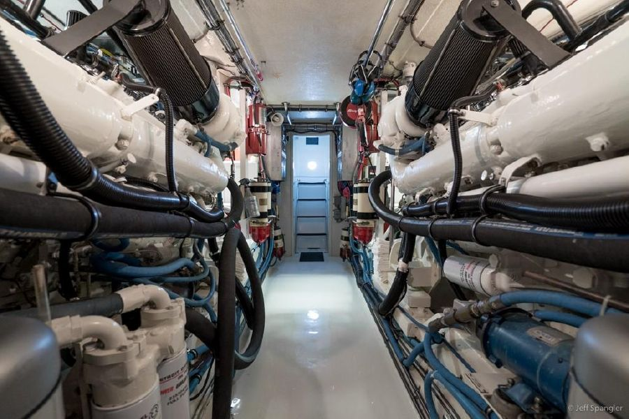 Hatteras 65 Convertible Engines
