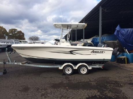 2005 Angler 220 Center Console