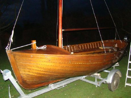 1985 Traditional Sailing dinghy