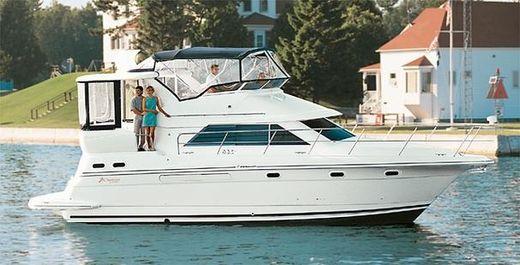 2002 Cruisers Yachts 3750 Motoryacht